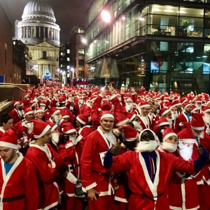Santa in the City runners at start